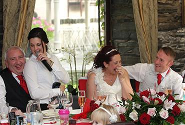 singing-waiter