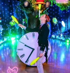 Alice in Wonderland Juggler